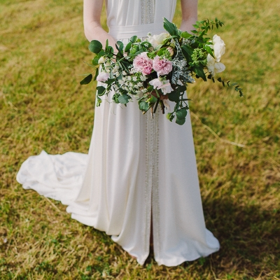 Popular flowers and colours for July weddings