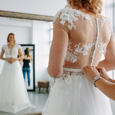 How to choose the perfect wedding dress for an autumn wedding