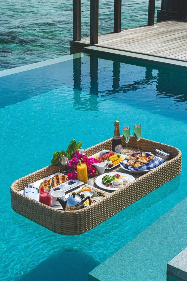 Enjoy a floating breakfast on honeymoon to the Maldives: Image 1