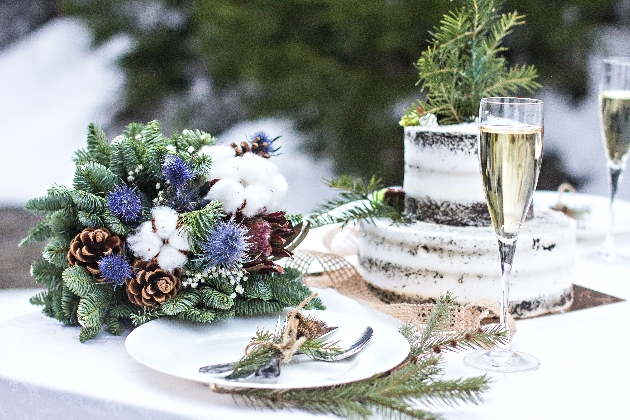 How to create a Christmas-themed wedding