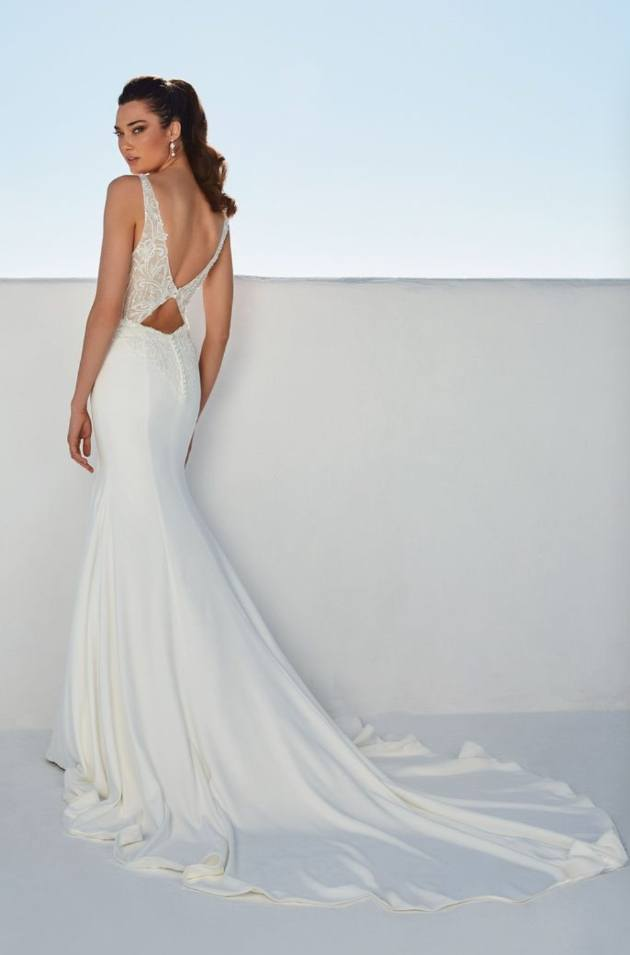 Top tips for buying your wedding dress