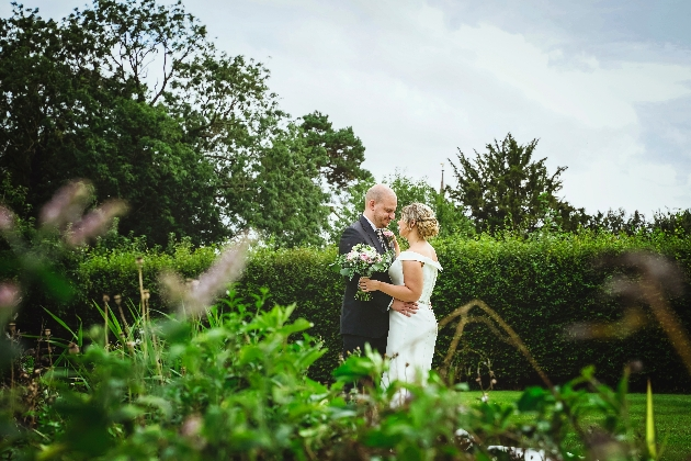 Newlyweds pose in gardens